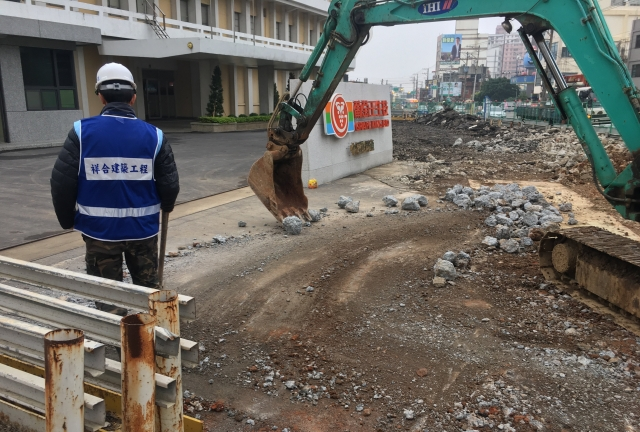 道路拓寬基礎開挖工程